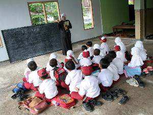 http://anamsahabat.files.wordpress.com/2011/10/pendidikan-warga-indo.jpg
